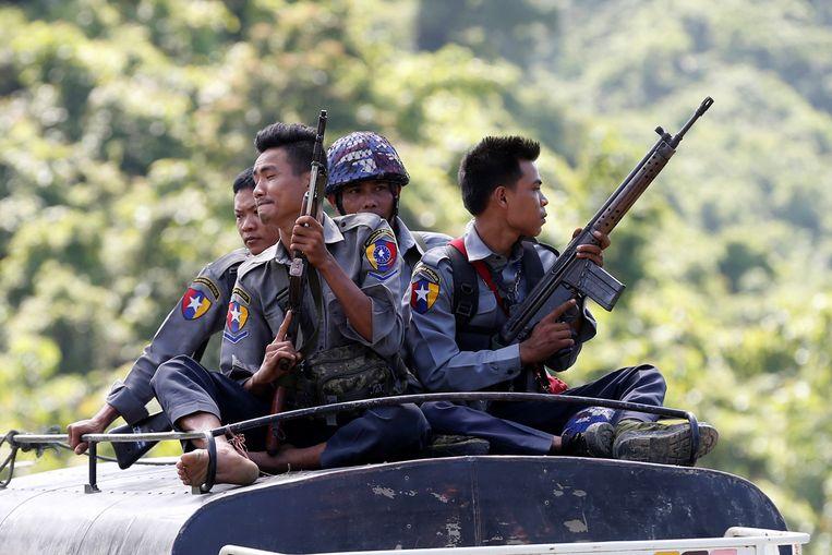 De politie van Myanmar op patrouille (archiefbeeld).