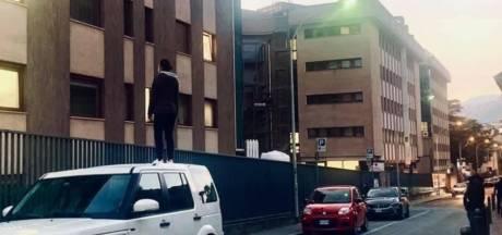 """L'acharnement touchant de cette Italienne pour voir sa mère hospitalisée: """"La puissance de la scène m'a frappé"""""""