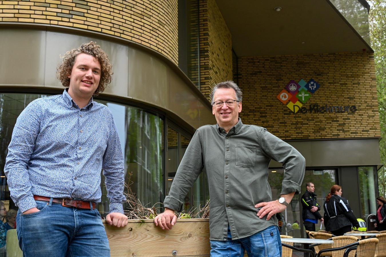 Jop van der Bijl (r) en Falco Lodewijk vinden het best spannend: de eerste gebedsgenezingsdienst in hun eigen woonplaats Harderwijk.