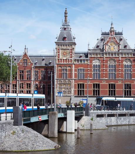 Omfietsen bij Centraal Station: brug en tunnel tijdelijk dicht