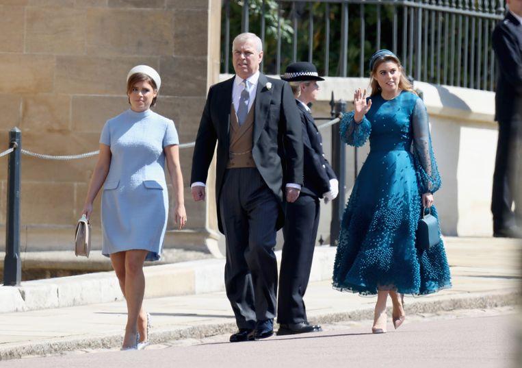 Prins Andrew en zijn dochters Eugenie en Beatrice tijdens het huwelijk van Harry en Meghan Markle.