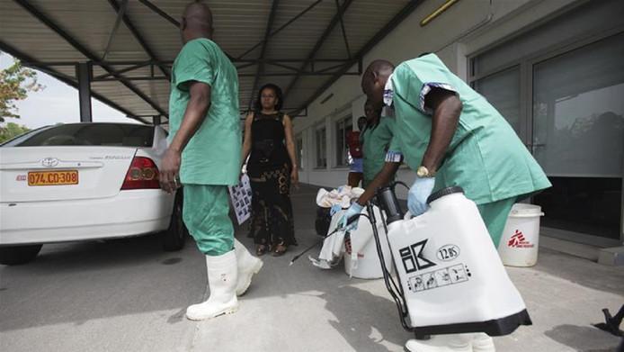 De Congolese autoriteiten noteerden al zeker twee en mogelijk drie ebola-doden, de Wereldgezondheidsorganisatie spreekt van 32 bevestigde of mogelijke besmettingsgevallen.