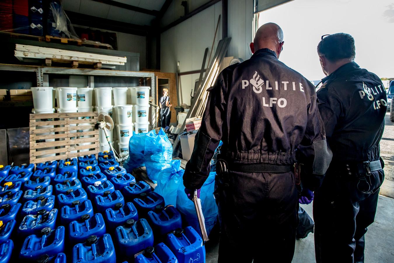 De vondst van een drugslab door de politie.