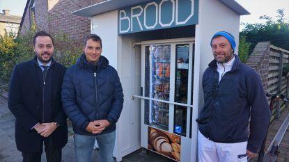 """In afwachting van nieuwe buurtsuper heeft Snaaskerke nu broodautomaat: """"Inwoners moeten geen 6 kilometer omrijden voor een 'stuute'"""""""