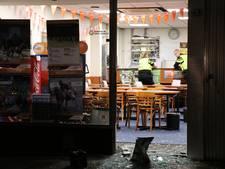 Inbrekers slaan glazen deur kapot bij paardencafé Runnerz