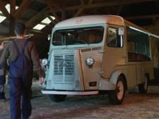 Kansarme jongeren bouwen klassieke HY-bus om tot foodtruck: 'Watt eten we?'
