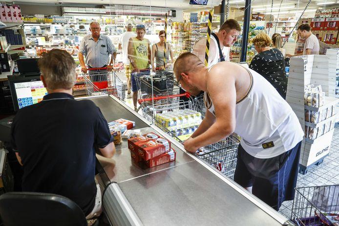 Supermarkteigenaar Berning peinst er niet over om zijn deuren te sluiten.