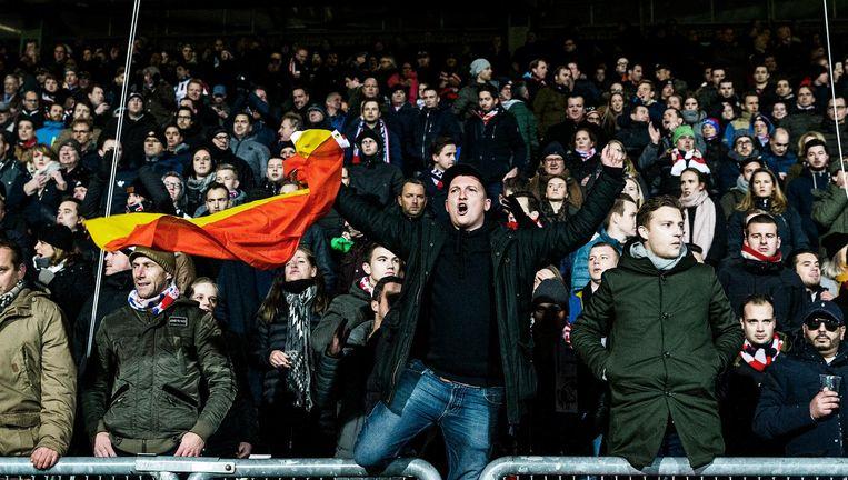 Stem van het volk Supporters bij de Brabantse derby Willem II - NAC. In Tilburg eisten én kregen de fans het vertrek van trainer Erwin van de Looi Beeld Jiri Buller