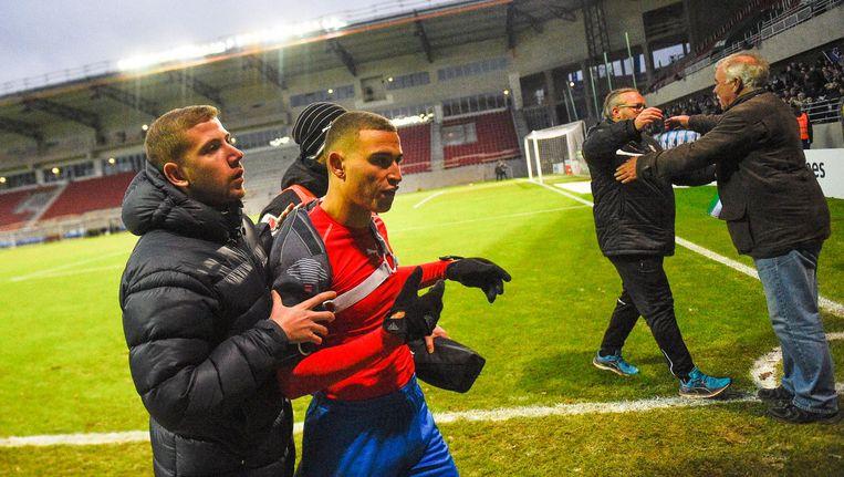 Coach Henrik Larsson neemt ontslag na degradatie en aanval