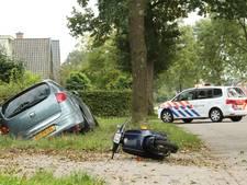 Auto en brommer botsen in Soest