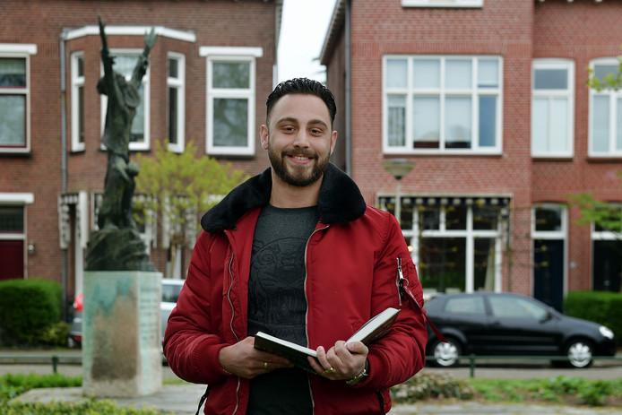Wim Salomon van Riesen voor het huis van zijn opa en overgrootvader Goudstikker.