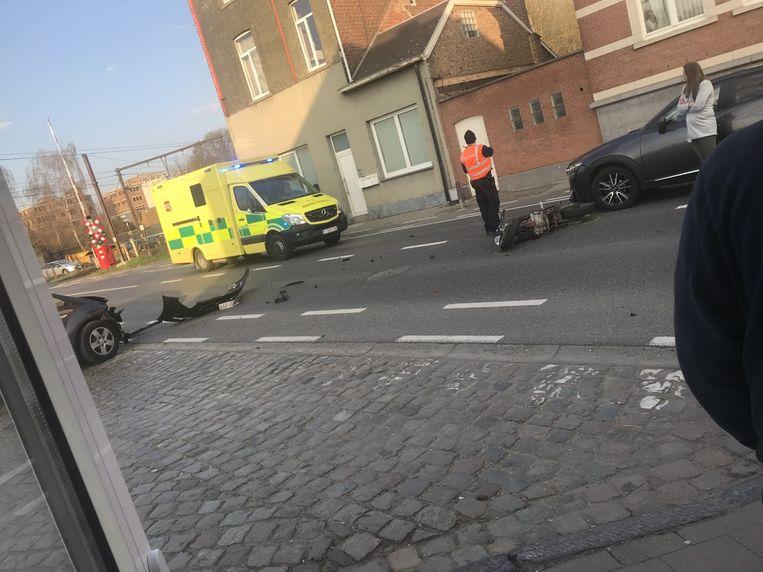 De jongeman raakte zwaargewond nadat hij werd aangereden door een wagen die de parking van het station van Haacht wilde verlaten.