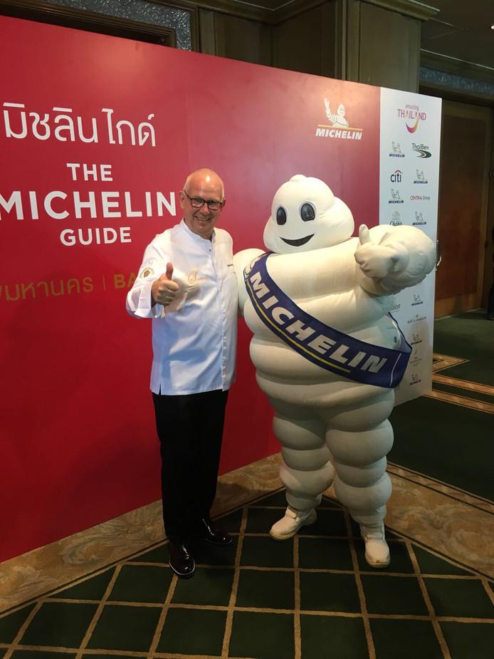 Henk Savelberg ontvangt Michelinster in Bangkok