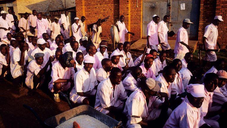 Verdachten van de genocide in Rwanda wachten vaak jaren in de gevangenis op hun proces. Beeld Getty Images