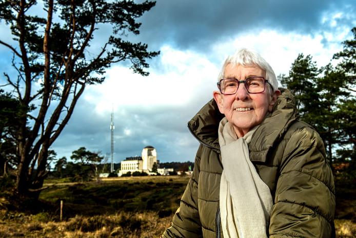 Mevrouw De Haan is al 65 jaar vrijwilliger in Radio Kootwijk, voor verschillende organisaties.