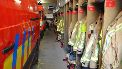 Omkleden tussen brandweerwagens