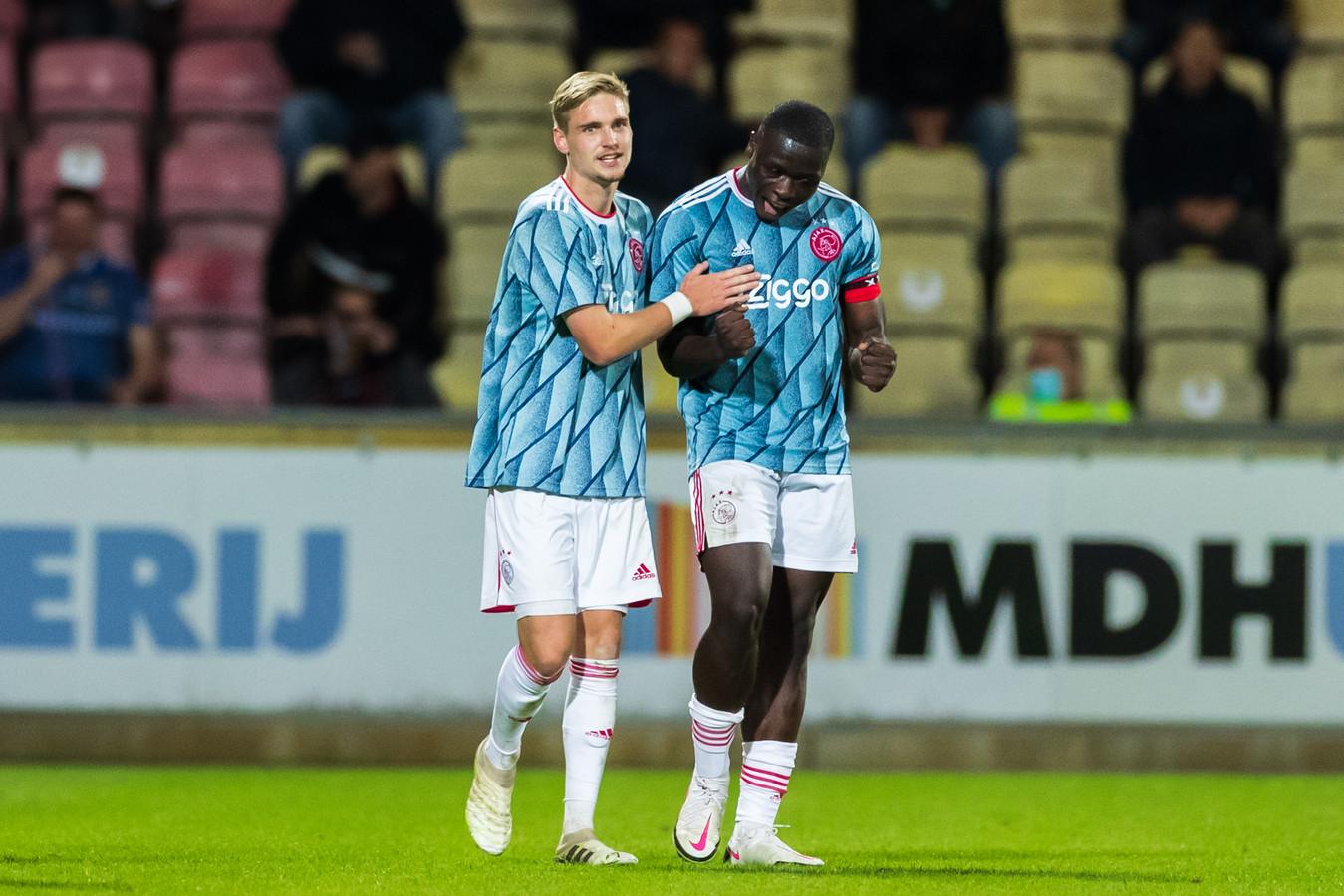 Kenneth Taylor en Brian Brobbey, de doelpuntenmakers namens Jong Ajax in Deventer.