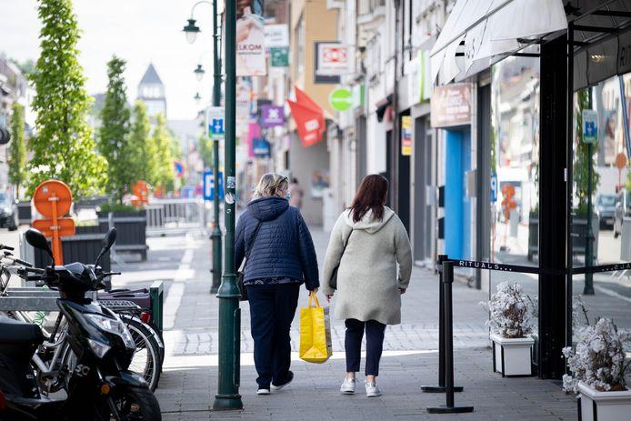 In de Bergstraat van Heist-op-den-Berg vind je zowel bekende ketens als lokale handelaars.