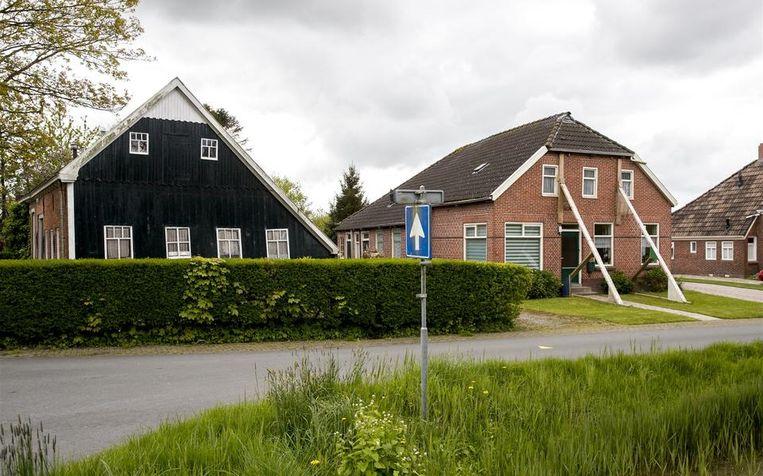Beschadigde woning door aardbeving staat in de stutten in de buurt van Loppersum Beeld ANP