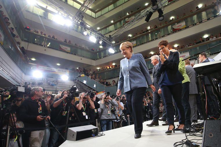 Merkel mag nu een nieuwe regering samenstellen. Ze heeft een samenwerking met de AfD en Die Linke al uitgesloten. Beeld Getty Images