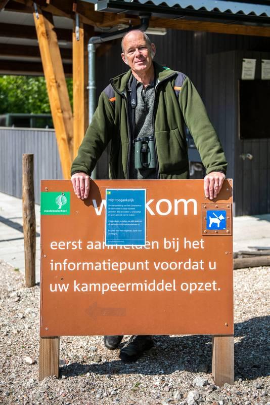 Boswachter Karel Leeftink bij natuurkampeerterrein Het Veerse Gat.