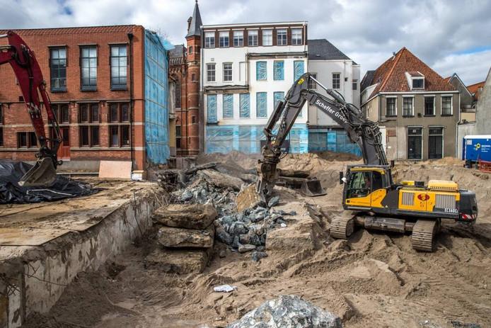 De werkzaamheden aan de Spoelstraat, waar het terrein bouwrijp wordt gemaakt voor Zara.