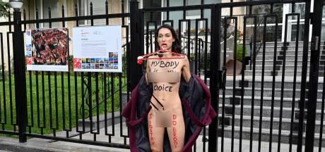 Une Femen se dénude contre l'interdiction de l'avortement en Pologne
