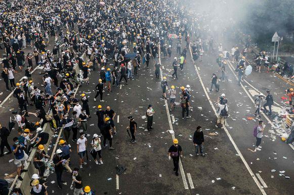 Het massale protest tegen een wetsontwerp dat uitlevering aan de rest van China eenvoudig maakt, is vandaag uit de hand gelopen.