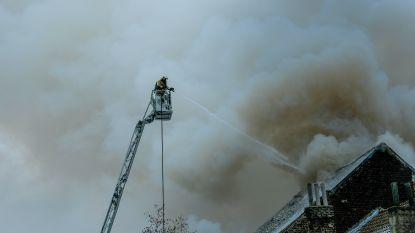Parket opent onderzoek naar brand in leegstaand pand in Schaarbeek