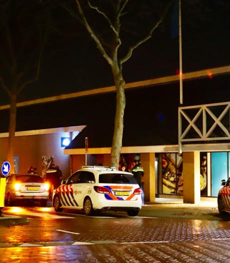 Melding van steekpartij bij Albert Heijn in Cuijk, politie neemt messen in beslag