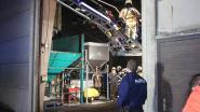 Heftruck vat vuur in loods mest- en brandstoffenbedrijf
