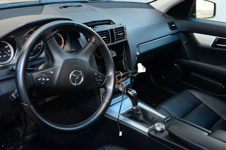 Archieffoto: Uit deze Mercedes werd de gps gestolen.