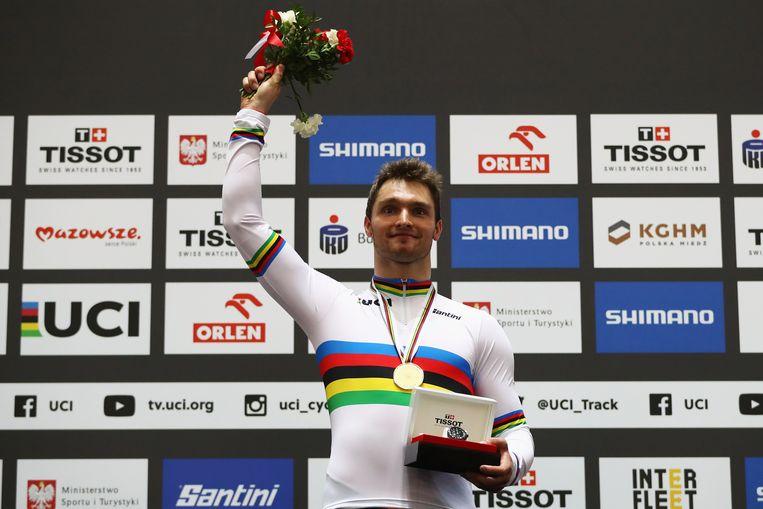 Matthijs Buchli bij de wereldkampioenschappen baanwielrennen 2019, met een gouden medaille om zijn nek.  Beeld Getty Images