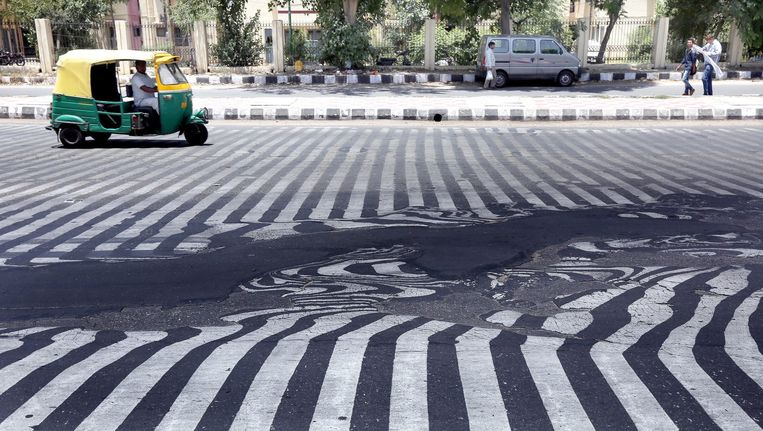 In het zuidoosten van India was het de afgelopen twee weken zo warm dat het asfalt smolt.