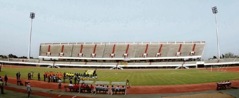 Stadion Kégué biedt plaats aan 35.000 mensen, maar bleef tijdens de eerste interland in maanden, tegen Ivoorkust, akelig leeg. (Trouw) Beeld