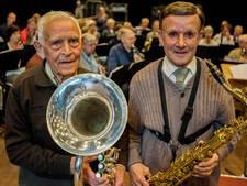 VIDEO: Piet en Piet, de veteranen van het seniorenorkest