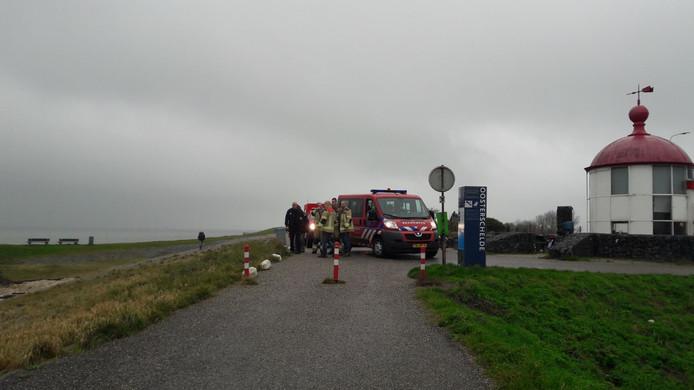 De brandweer zocht de hele kust af.