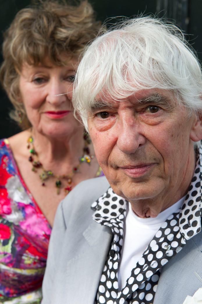 Aat Veldhoen met zijn echtgenote Hedy d'Ancona. Veldhoen werd 84 jaar.