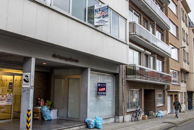In een appartementsblok in de Vanden Tymblestraat staan enkele appartementen te koop.
