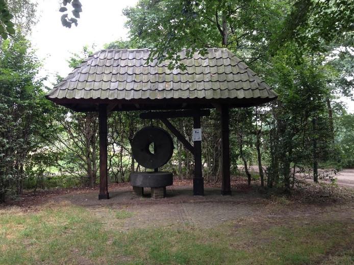 Een monument uit 1982 herinnert aan de Koeveringse molen.