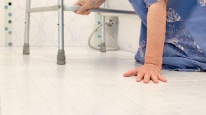 Rusthuisbewoonster (83) gestorven nadat verpleegster haar nacht lang op toilet vergat