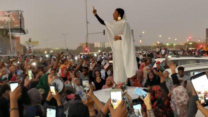 Zingende vrouw wordt hét gezicht van straatprotesten Soedan