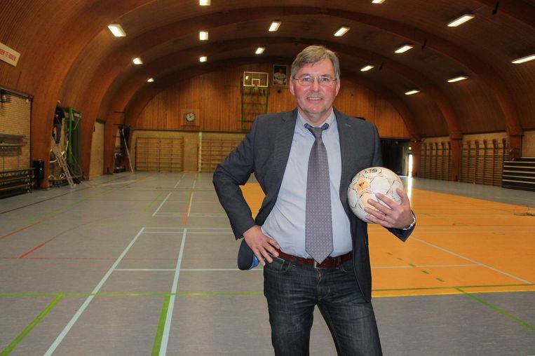 Zaalwachter Dirk Jansegers is pas een jaar aan de slag, maar mag er nu al zeker nog eens drie bijdoen.