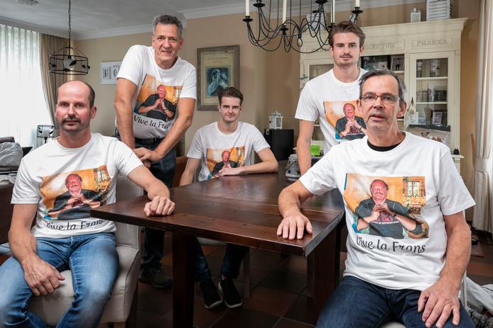 Rogier Oosterbaan, Jack, Bauke, Bram en Ben (van links naar rechts ) gaan de 80 van de Langstraat lopen als eerbetoon aan hun overleden vader, opa en vriend.