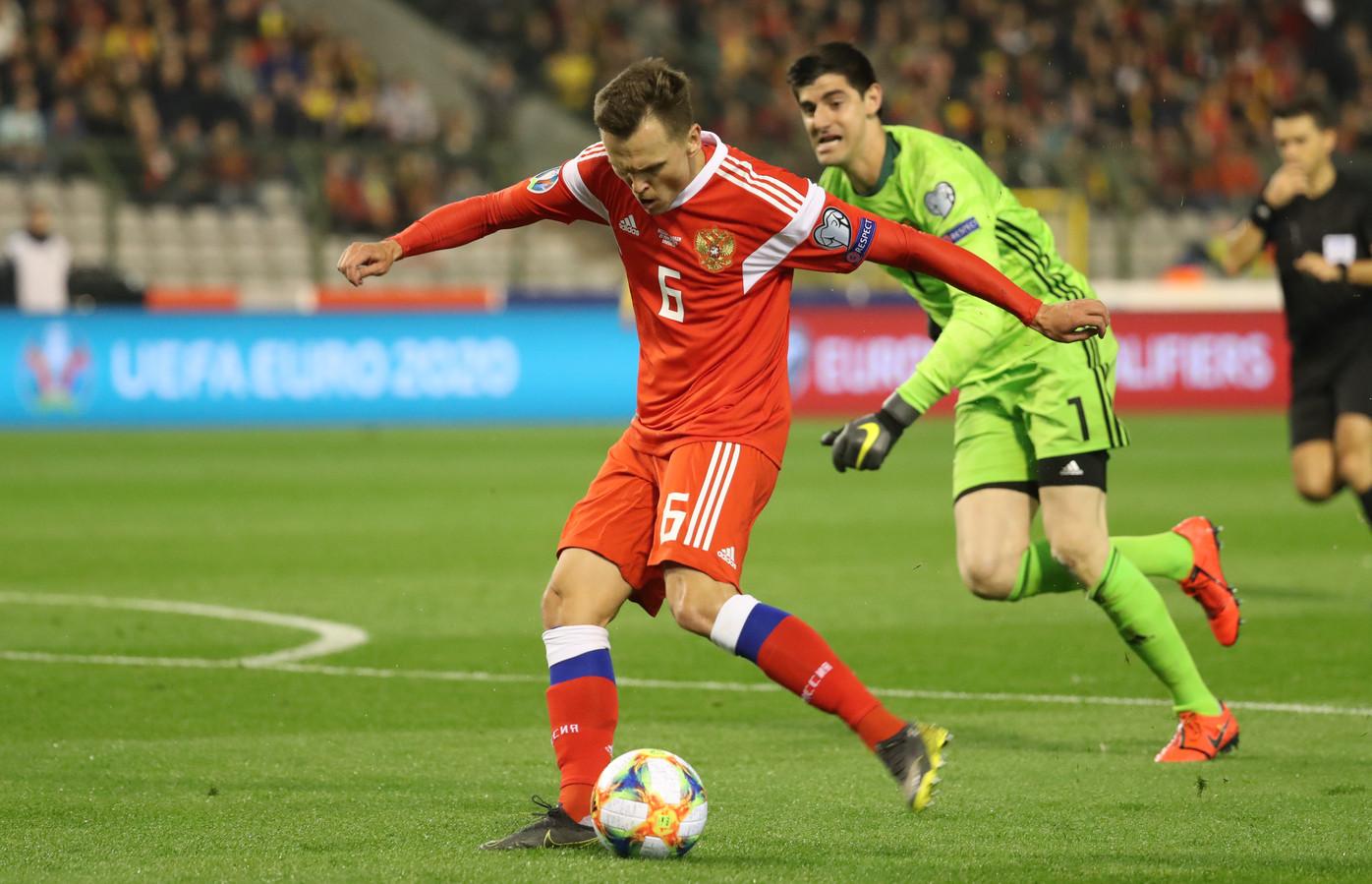 Denis Cheryshev straft een grote fout van Thibaut Courtois af.