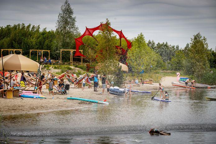 Strandje in Kraggenburg bij Netl de Wilde Tuin.
