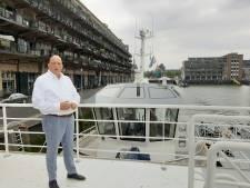 Herman den Blijker breidt terras uit met enorm ponton voor de deur: 'Winkel staat onder water'