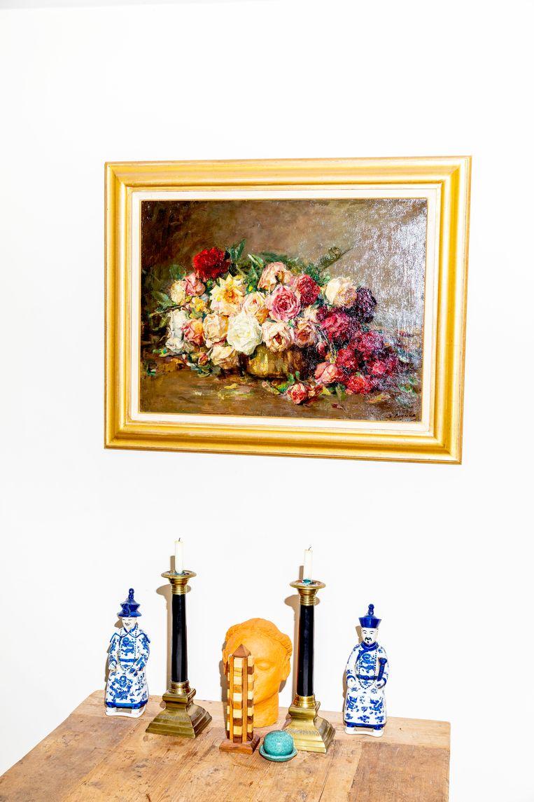 'Dit Stilleven met rozen is geschilderd door Baruch Lopes de Leao Laguna, die getrouwd was met Rose Asscher, de zuster van mijn overgrootvader. Haar naam – mijn oma heette toevallig ook Roosje – wordt weerspiegeld in deze bloemen van verf. Baruch en Rose werden in 1943 in Auschwitz vergast.' Beeld Marie Wanders