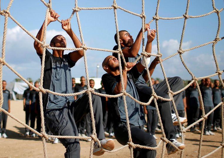 Hamas-leden tijdens een militaire training in Khan Younis. Beeld reuters