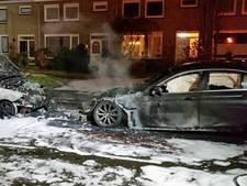 Twee auto's verwoest bij brand in Eindhoven